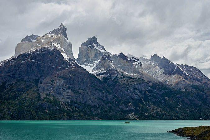 Vista al Parque de Torres del Paine desde el Lago Pehoe