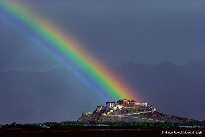 Foto de Galen Rowell: Arcoiris sobre Pottala (Tibet)